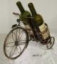 מעמד ל2 בקבוקי יין בצורת תלת אופן  עשוי מתכת